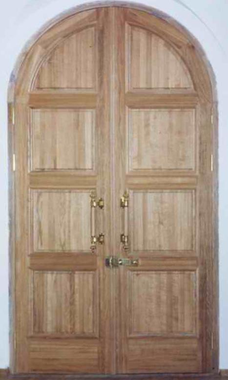 двери дубовые входные в храм